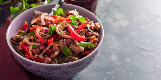สลัดกับถั่ว, เนื้อ, พริกไทยและวอลนัท: สูตรง่าย ๆ