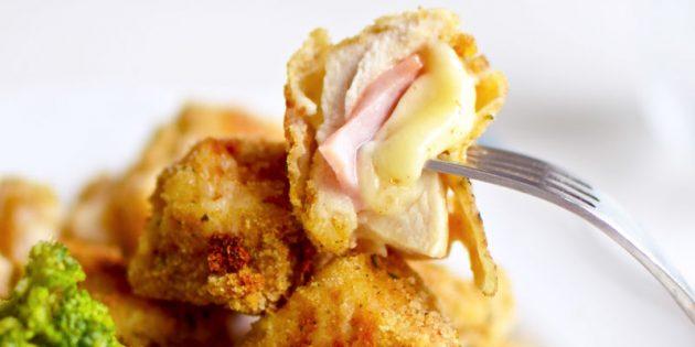 햄과 치즈가있는 치킨 너겟