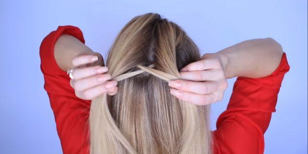 از او نیز یک رشته نازک را جدا می کند، کش رفتن و اتصال با قسمت دیگری از مو