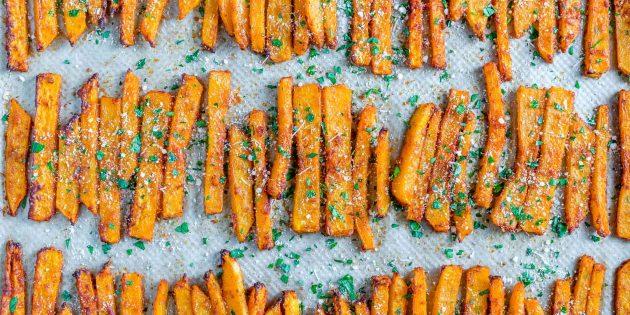 Parmesan ve kırmızı biber ile fırında kabak patates kızartması