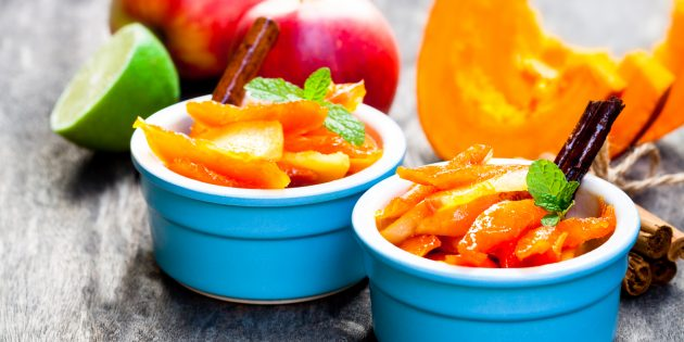 Kürbis im Ofen, mit Äpfeln und Rosinen gebacken