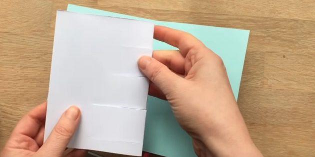 Machen Sie vier Ausbrüche auf einem weißen Blatt