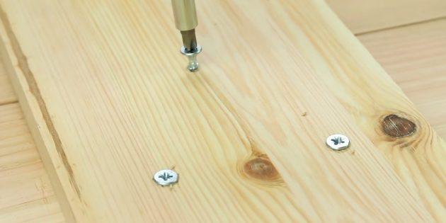 میز قهوه آن را خودتان انجام دهید: تخته را در یک مکان وصل کنید