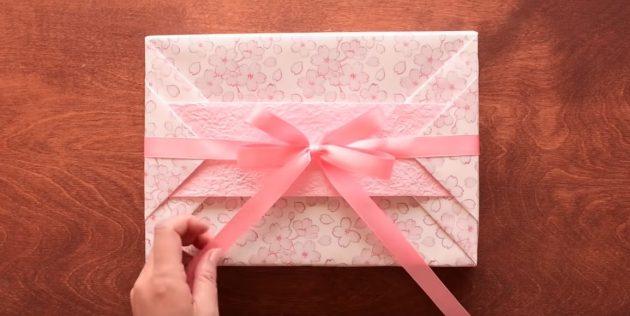 วิธีการทำบรรจุด้วยแถบสำหรับของขวัญรูปสี่เหลี่ยมผืนผ้า