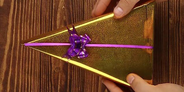 วิธีการบรรจุของขวัญในรูปแบบของสามเหลี่ยม