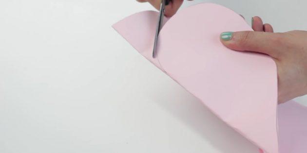 конверт своими руками: вырежьте сердце из бумаги
