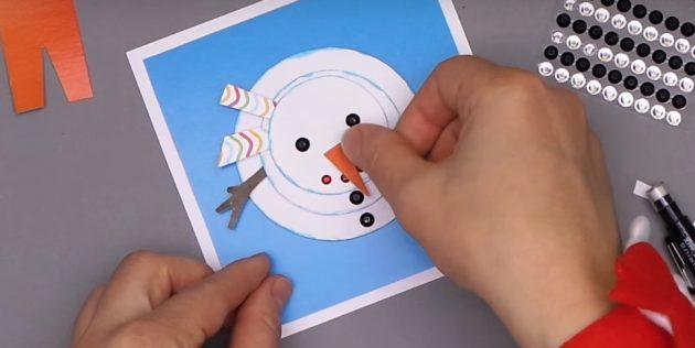 چگونه یک کارت پستال سال نو را بسازید: آدم برفی را کامل کنید