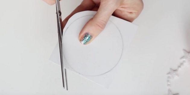 کارت پستال برای سال جدید خودتان را انجام دهید: دایره را بریزید