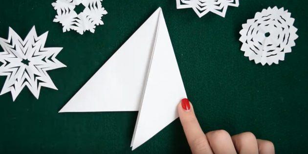Bagaimana untuk membuat kepingan salji dari kertas dengan tangan anda sendiri: Menjana sebelah kanan