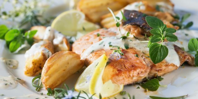 How to cook pink salmon in the oven with potatoes