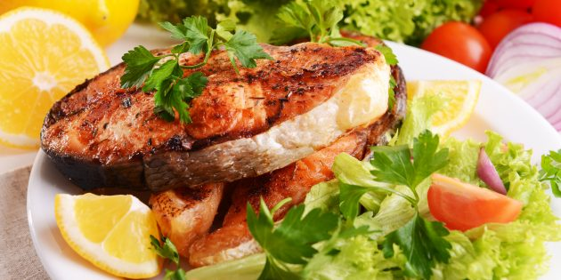 Pink salmon in the oven with vegetables: a simple recipe