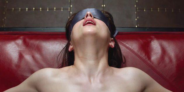 Как разнообразить секс: завяжите глаза