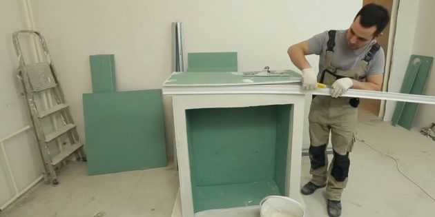 Decorative fireplace with your own hands: Follow the fireplace shelf with ceiling plinth