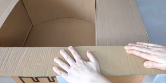 Decorative fireplace with your own hands: Cut the long strip from the cardboard and take it the bottom of the fireplace