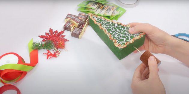 Жаңа жылдық сыйлықтар Өзіңіз жасайды: магистраль мен ағашты қосыңыз