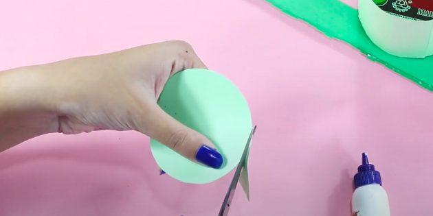 Como fazer um cofrinho com suas próprias mãos: corte o círculo
