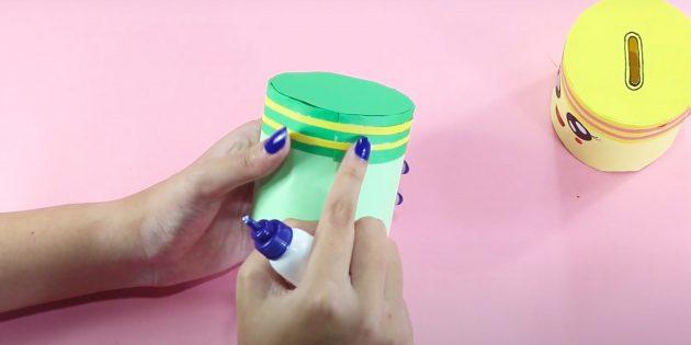 Como fazer um cofrinho com suas próprias mãos: Decore a tampa