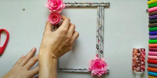 Ambachten voor 8 maart: Scherpen bloemen op het frame