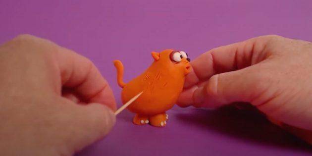 «Мысық» пластилинінен қолөнер: көзіңізді жұмып, жүнді көрсетіңіз