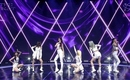 EVERGLOW、初の単独オンラインコンサート「THE FIRST」で多彩なパフォーマンスを披露…BTS(防弾少年団)のカバーステージも