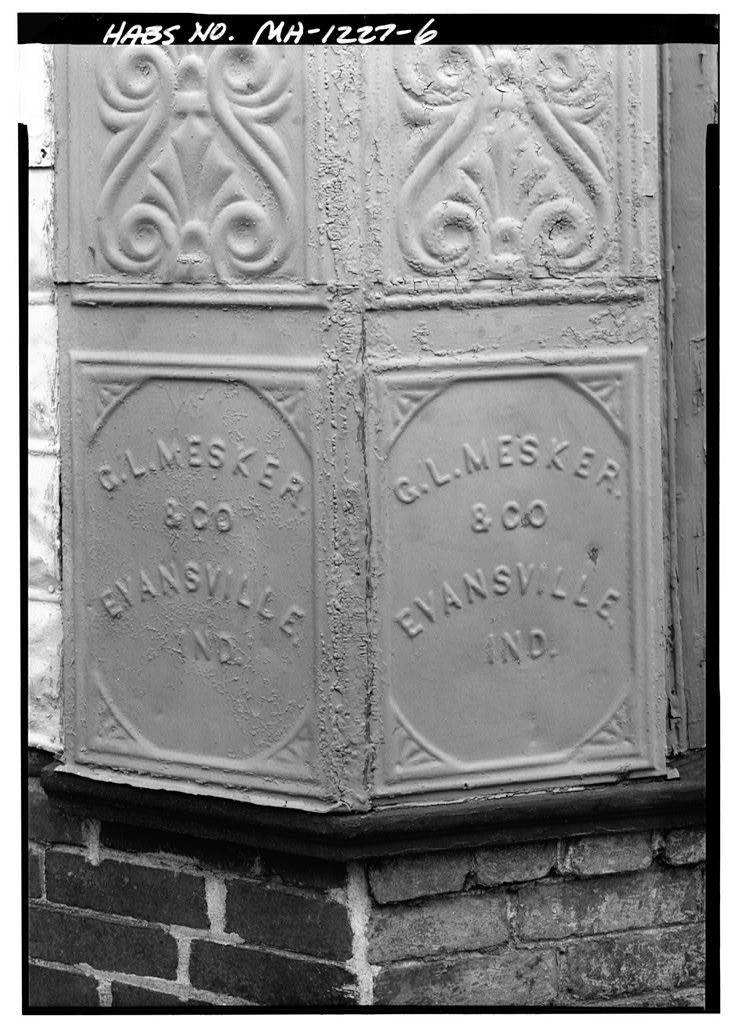 Motif above the nameplate. HABS photograph, Library of Congress.