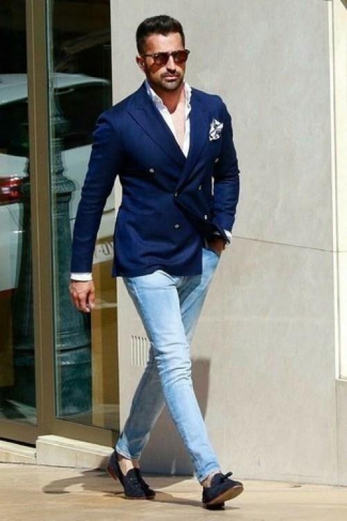 Outfit 2020 con un jeans ed un doppiopetto. Per te che vuoi essere chic  ma casual..
