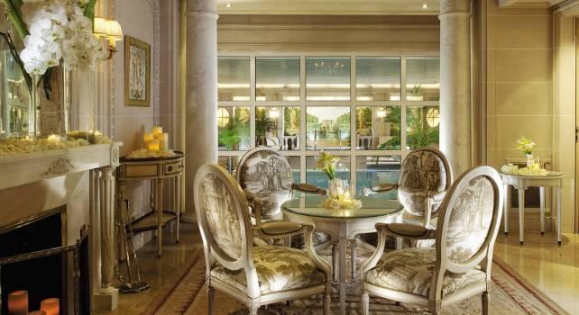 Four Seasons George V : Un hôtel de prestige au cœur de Paris