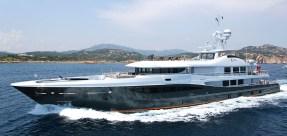 Le yacht vu de l'extérieur