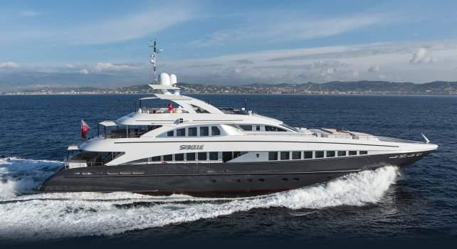 Yacht Sibelle : La merveille dessinée par Omega remis en vente