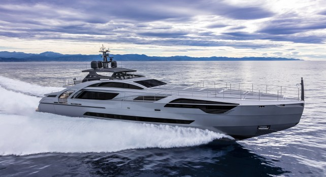 Pershing 140 : Le yacht aux mille frissons