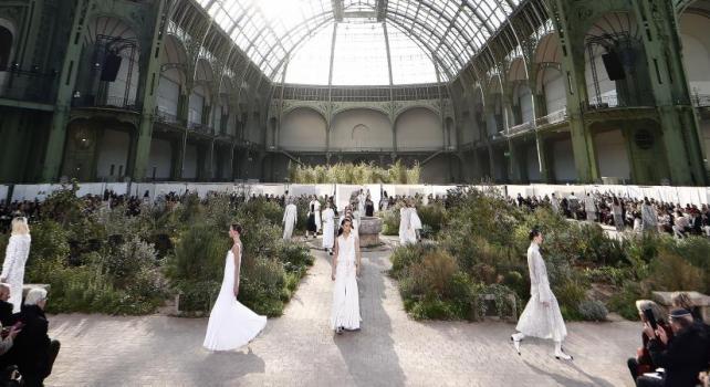 Chanel Printemps/Été 2020 : Un potager très couture sous la nef du Grand Palais