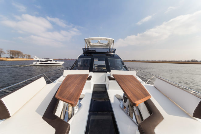 The 640 Fly features an innovative windscreen door and walk-through foredeck