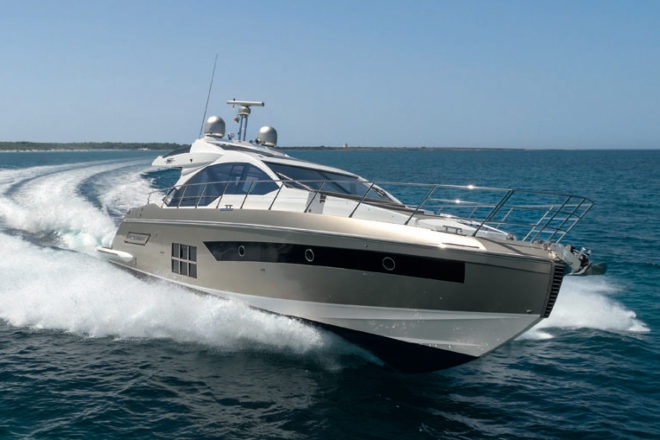 Azimut sold an S6 during its first e-boat show