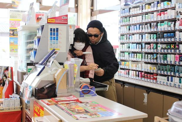 つなごう・わがまち:コンビニ強盗に備え訓練 糸島 /福岡 - 毎日新聞