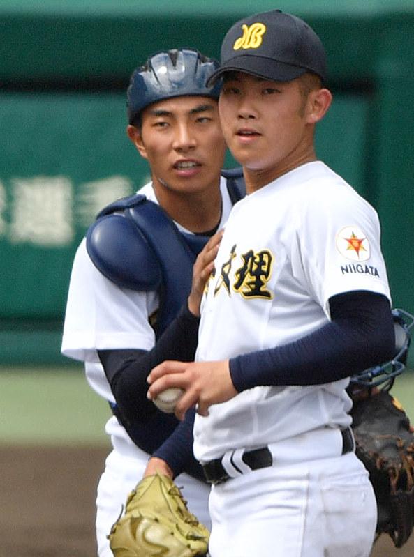 夏の高校野球:自慢の肩披露 日本文理捕手・牧田 - 毎日新聞