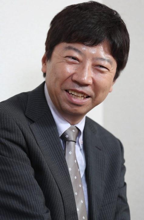 インタビューに答える将棋の杉本昌隆七段=名古屋市北区で、兵藤公治撮影