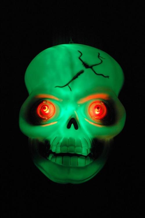 glowing-skull102707.jpg