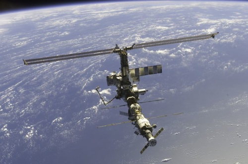 800Px-International Space Station 17 April 2002