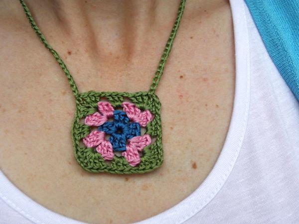 granny_square_necklace.jpg