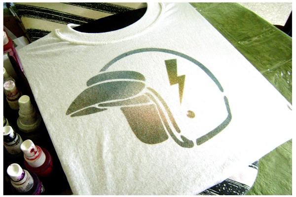 spray_stencil_tshirt.jpg
