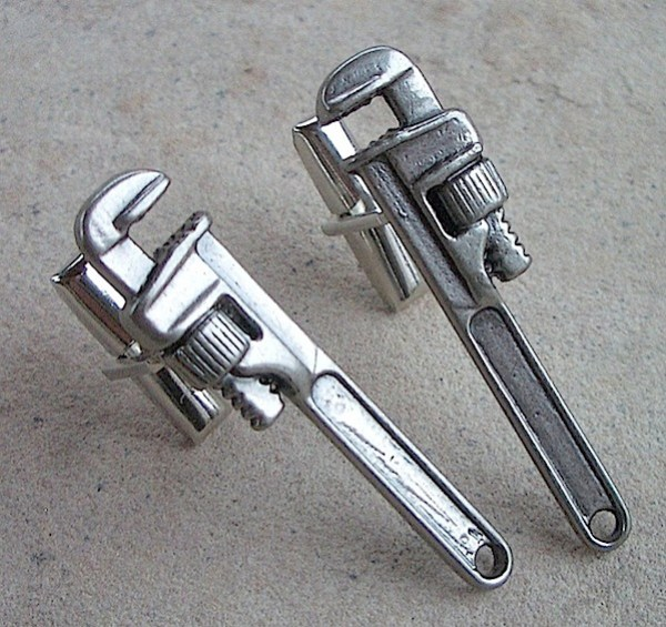 pipewrenchcufflinks.jpg