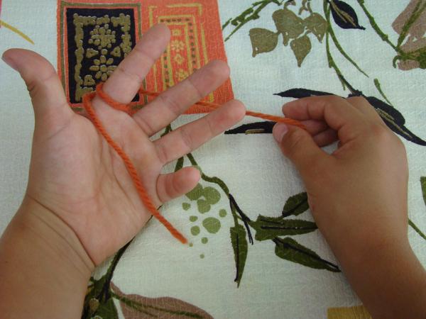 Fingerknitting Step2