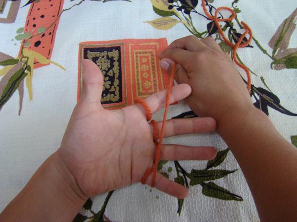 Fingerknitting Step6