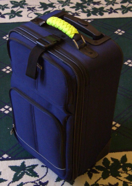 stormdrane_luggage_handle_wrap_02.JPG