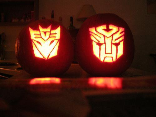 transformers-autobots-decepticons-pumpkin-faces.jpg