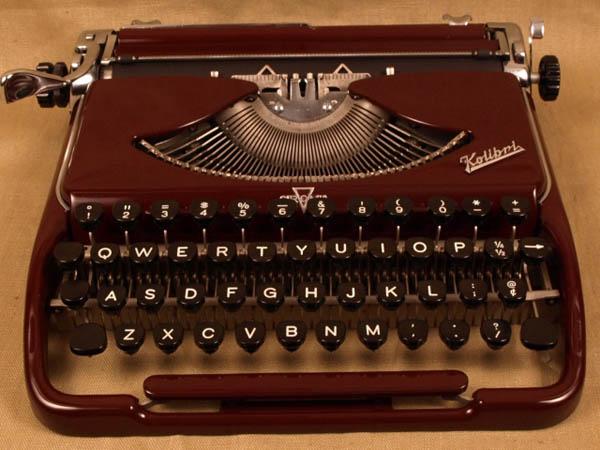vintageTypewriter_3.JPG