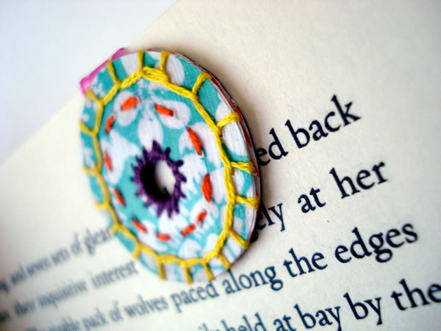 embroidered_magnetic_bookmark.jpg
