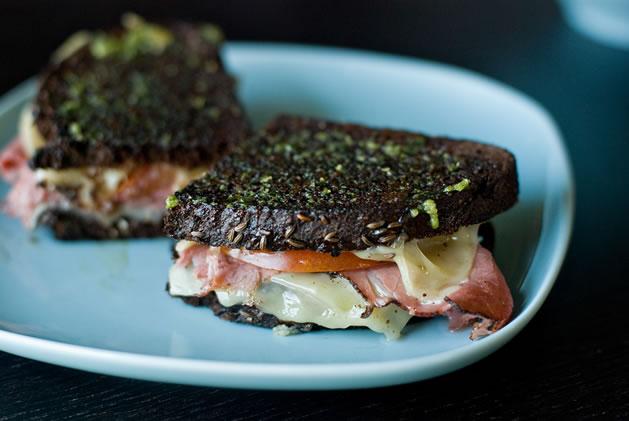 pesto_grilled_cheese_sandwich.jpg