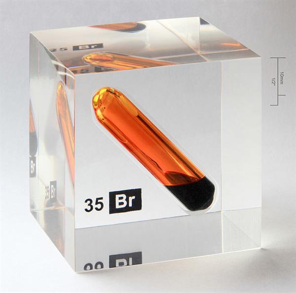 606px-Bromine_vial_in_acrylic_cube.jpg