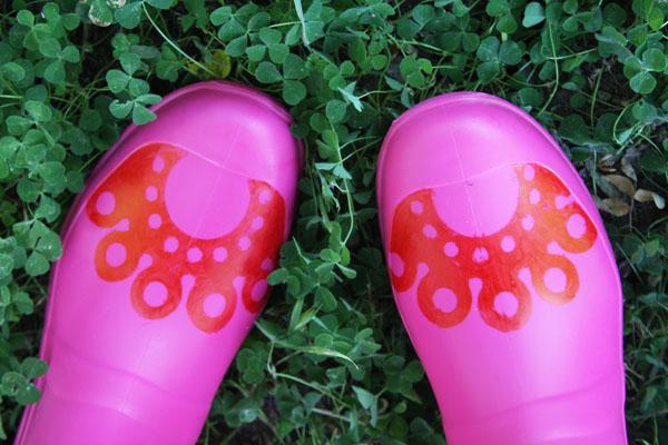 doily_toe_rain_boots.jpg